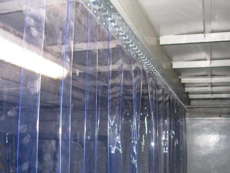 завеса для морозильной камеры внутри помещения