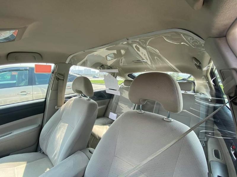 Защитный экран-пленка между передним и задним сиденьем