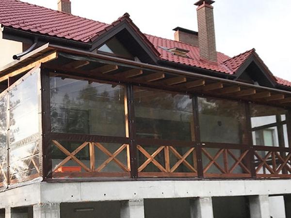 мягкие окна для балкона загородного дома