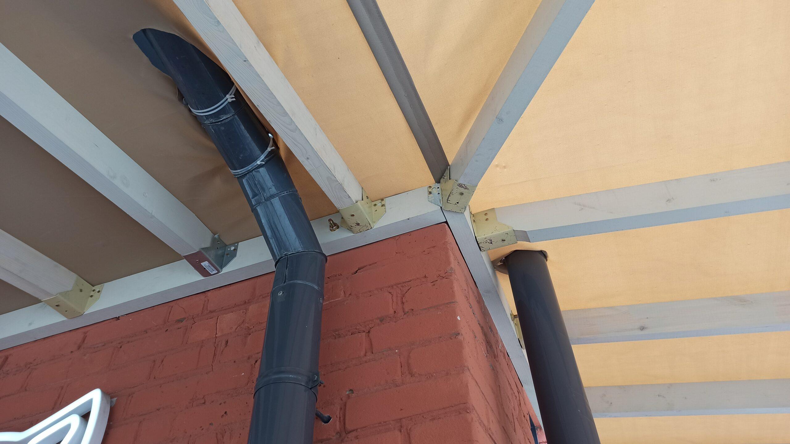крыша с вырезами под трубы