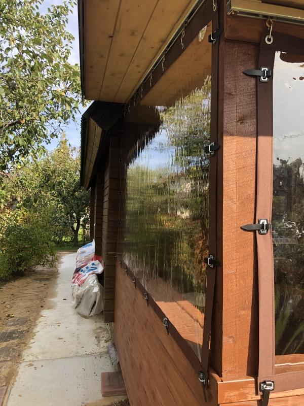 веранда с мягкими окнами на силиконовых ремешках